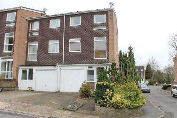 4 Bedrooms Town House for sale in Trowbridge Gardens, Luton, LU2