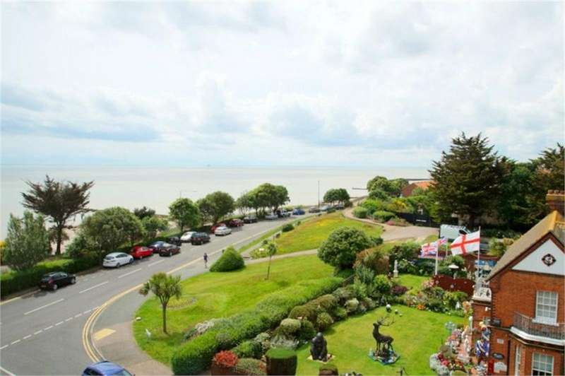 2 Bedrooms Flat for sale in Marine Parade West, CLACTON-ON-SEA, Essex