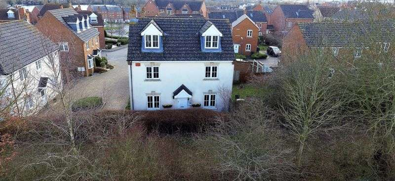 4 Bedrooms Detached House for sale in Snowshill Close, Daventry, NN11 8AA