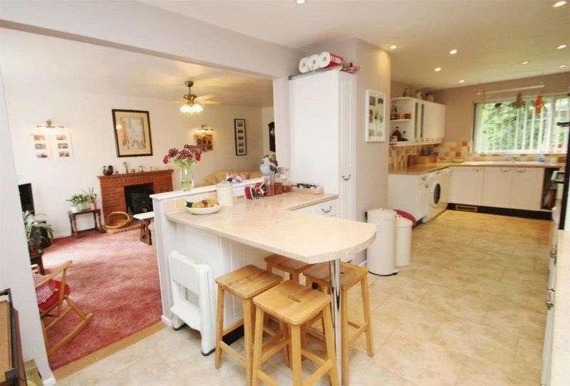 4 Bedrooms Detached House for sale in Four Bedroom Detached Overlooking Woods in Penn