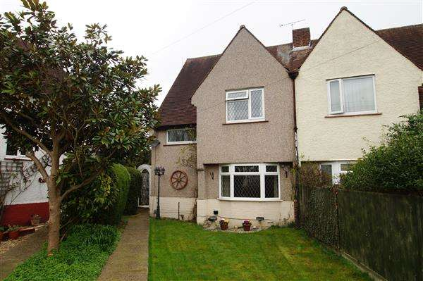 3 Bedrooms Semi Detached House for sale in St Georges Crescent, Cippenham