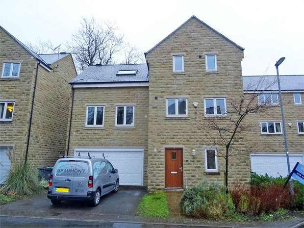 5 Bedrooms Detached House for sale in The Waterside, Thongsbridge, Holmfirth, West Yorkshire