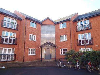 2 Bedrooms Flat for sale in Wharf Close, Manchester, Greater Manchester