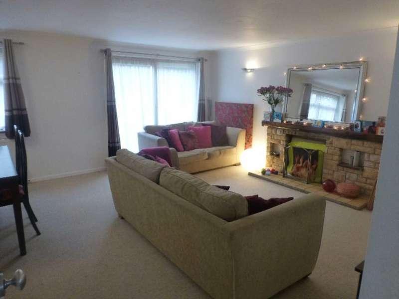 3 Bedrooms House for rent in Framlingham Drive, Caversham Park Village