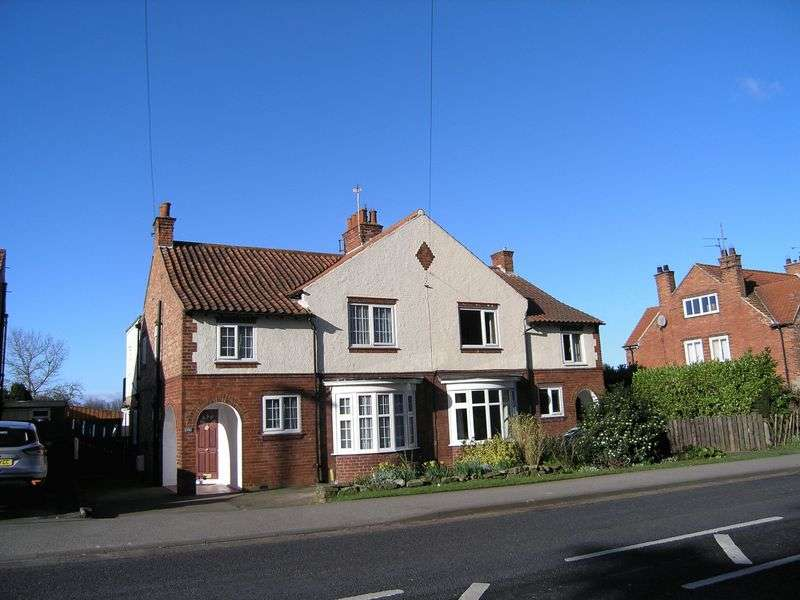 4 Bedrooms Semi Detached House for sale in Thirsk Road, Northallerton