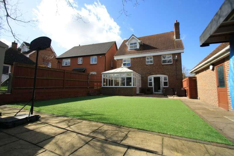5 Bedrooms Detached House for sale in Hepburn Close, Chafford Hundred