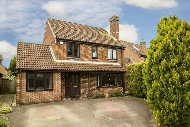 4 Bedrooms Detached House for sale in Winston Close, Spencers Wood, Reading