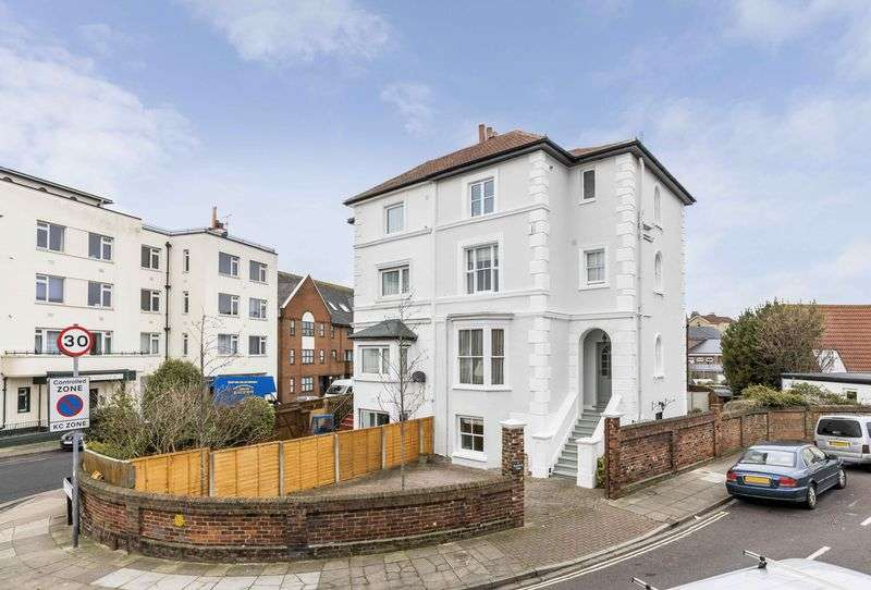 4 Bedrooms Semi Detached House for sale in Kenilworth Road, Southsea