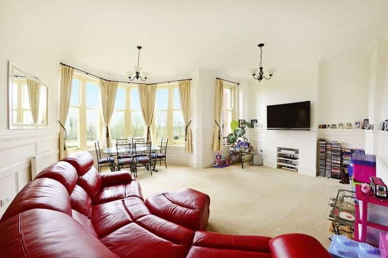 2 Bedrooms Flat for sale in Charlton Down, Dorchester, DT2