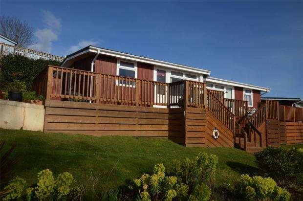 2 Bedrooms Semi Detached Bungalow for sale in Coast View Holiday Park, Torquay Road, Shaldon, Devon