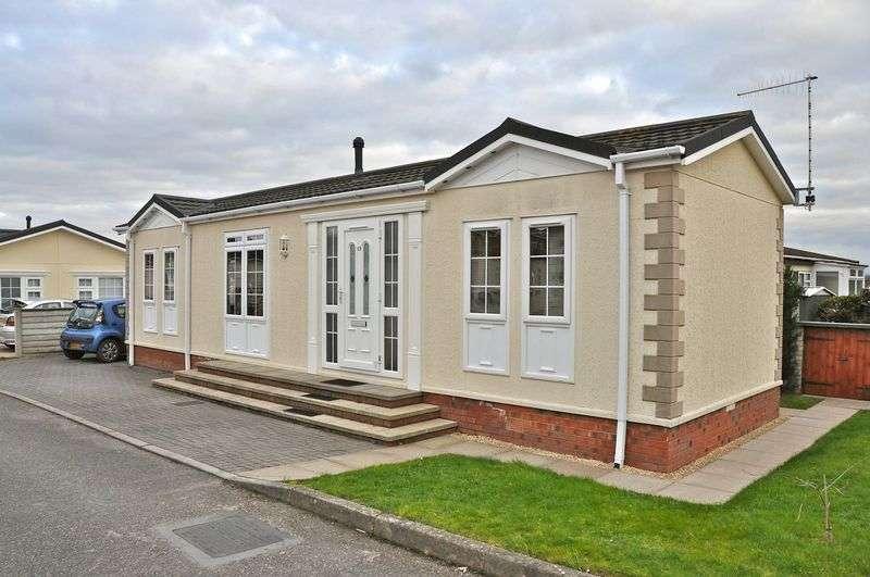 2 Bedrooms Detached Bungalow for sale in Parklands, Hampton, Evesham, WR11 2QJ
