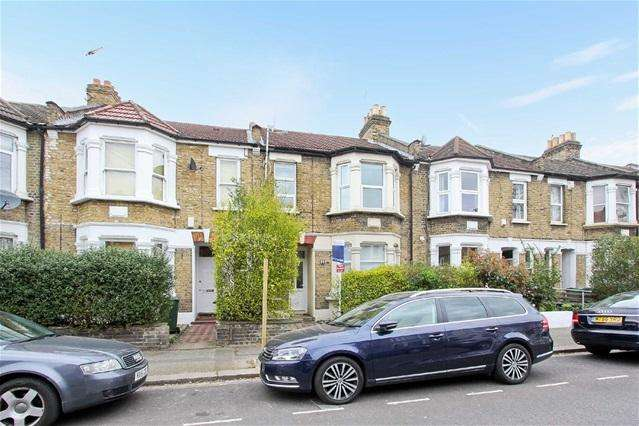 3 Bedrooms Flat for sale in Dawlish Road, Leyton