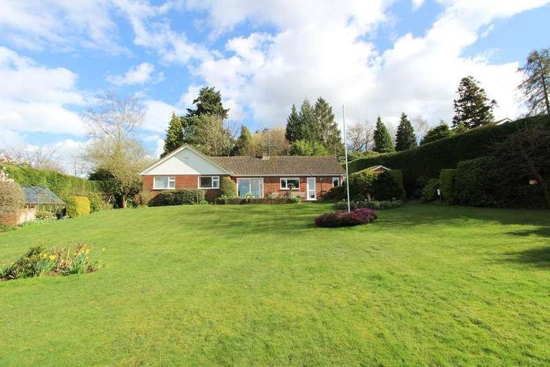 3 Bedrooms Detached Bungalow for sale in East Hill Drive, Liss
