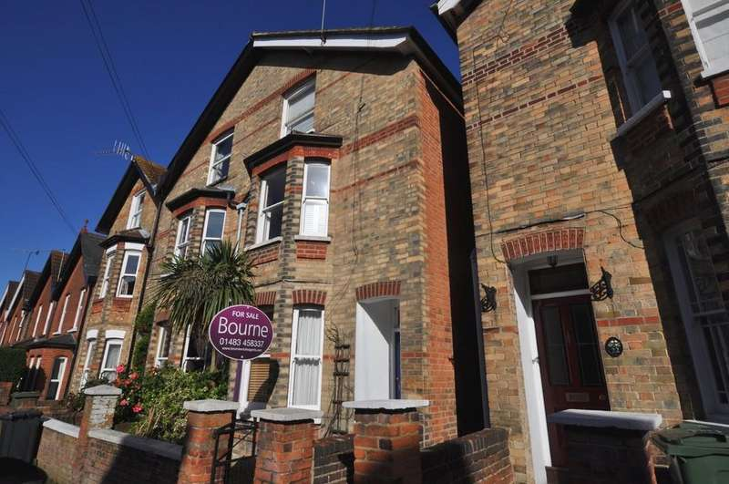 2 Bedrooms Ground Flat for sale in Artillery Road, Guildford