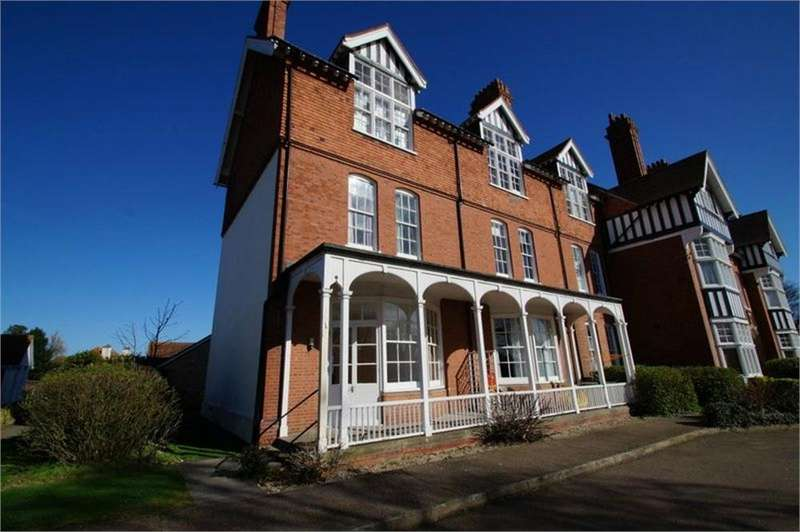 2 Bedrooms Flat for sale in Lyon Close, CLACTON-ON-SEA, Essex