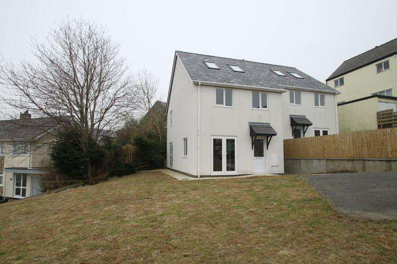 3 Bedrooms Detached House for sale in Rhiwlas, Bangor