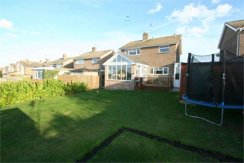 3 Bedrooms Detached House for sale in Columbine Gardens, WALTON ON THE NAZE, Essex