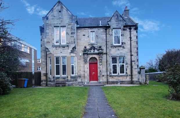 2 Bedrooms Apartment Flat for sale in Dalry Road, Kilwinning, Ayrshire, KA13 7HD