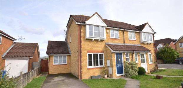 3 Bedrooms Semi Detached House for sale in Crockford Place, Binfield, Bracknell