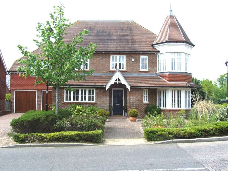 5 Bedrooms Detached House for sale in Heyworth Ride, Haywards Heath, West Sussex, RH16