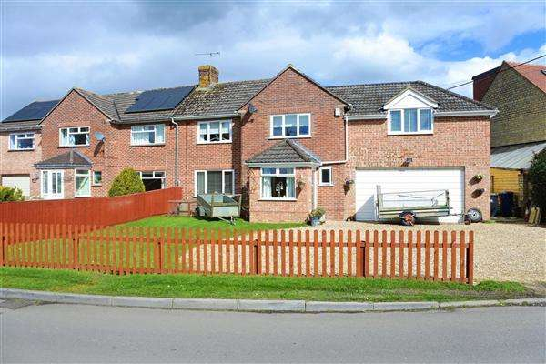 4 Bedrooms Semi Detached House for sale in Shepherds Cottages, Tomlins Lane, Gillingham