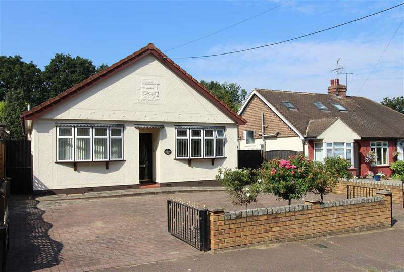3 Bedrooms Detached House for sale in Eastwood, Leigh on Sea