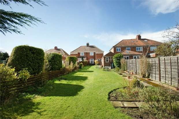 3 Bedrooms Semi Detached House for sale in York Road