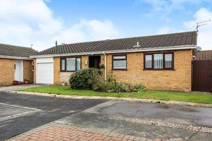 2 Bedrooms Bungalow for sale in Holcroft Place, Lytham St. Annes, Lancashire, England, FY8