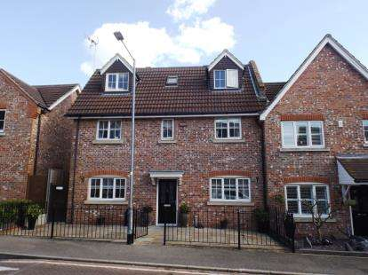 5 Bedrooms Semi Detached House for sale in Chafford Hundred, Grays, Essex