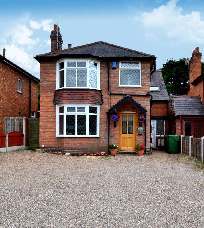 4 Bedrooms Detached House for sale in Stoke Road, Aston Fields, Bromsgrove