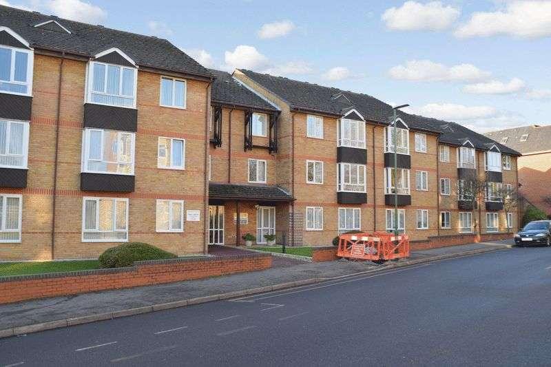 1 Bedroom Retirement Property for sale in Oak Lodge, Sutton, SM1 4QN