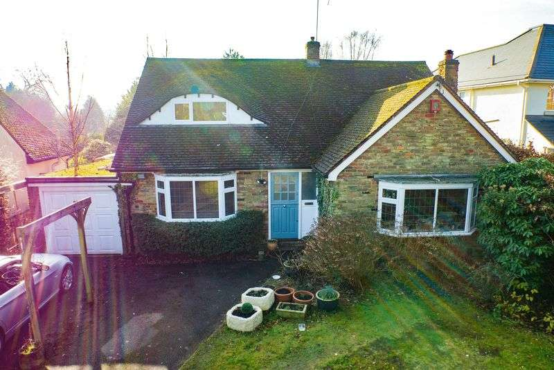 4 Bedrooms Detached House for sale in Heath Ridge Green, Cobham