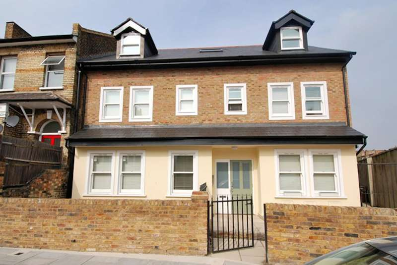 2 Bedrooms Flat for sale in Lothair Road, Ealing, London, W5 4TA