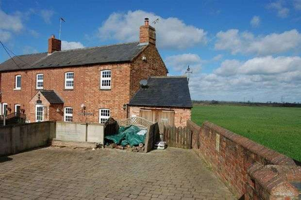 3 Bedrooms Semi Detached House for sale in Cotton End, Long Buckby, Northampton NN6 7RF