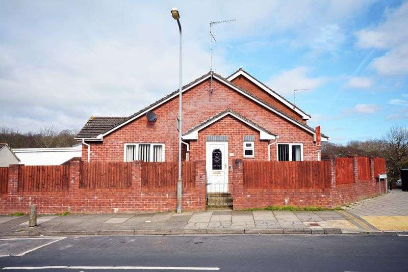 2 Bedrooms Detached Bungalow for sale in Carisbrooke Way, Penylan, Cardiff