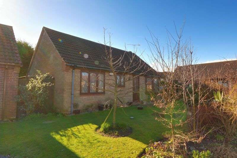 2 Bedrooms Detached Bungalow for sale in Hunters Croft, Haxey