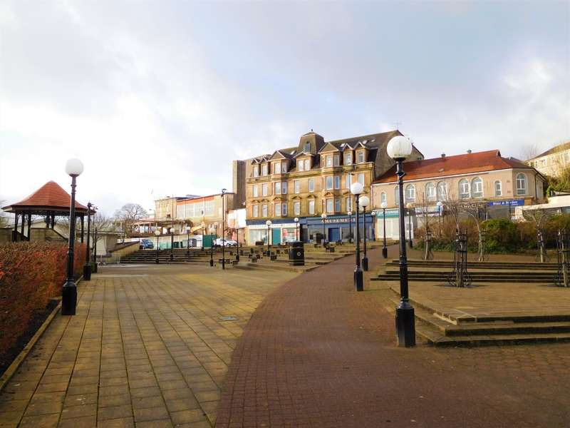 3 Bedrooms Flat for sale in Flat 2, 35 Argyll Street, Dunoon, PA23 7HG