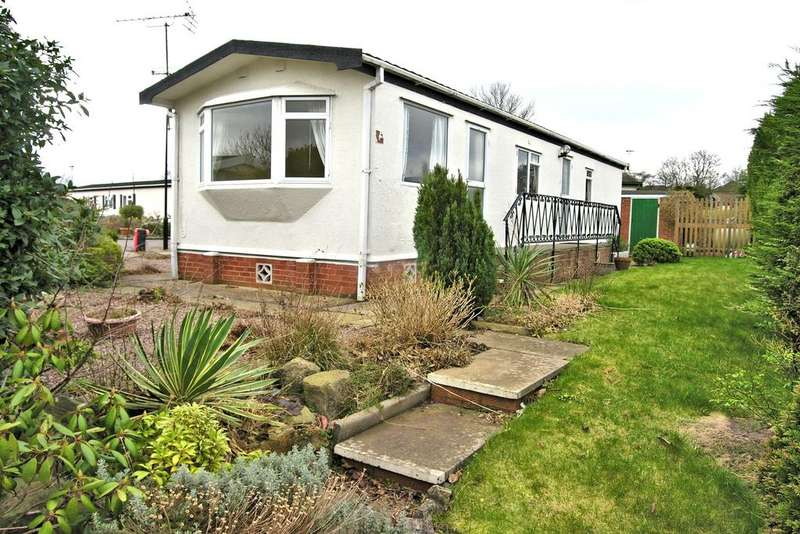 2 Bedrooms Park Home Mobile Home for sale in LODGEFIELD PARK, BASWICH, STAFFORD ST17