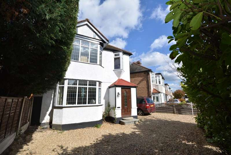 3 Bedrooms Detached House for sale in Cambridge Avenue, Gidea Park, Romford RM2