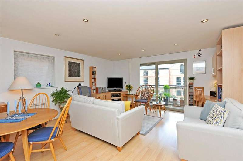 2 Bedrooms Flat for sale in John Walker House, Dixons Yard, York, YO1