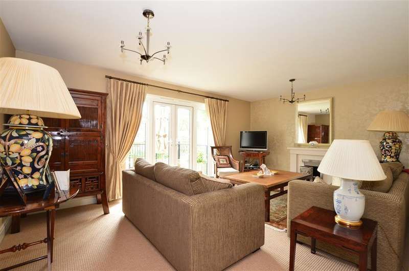 4 Bedrooms Detached House for sale in William Gardens, Smallfield, Surrey
