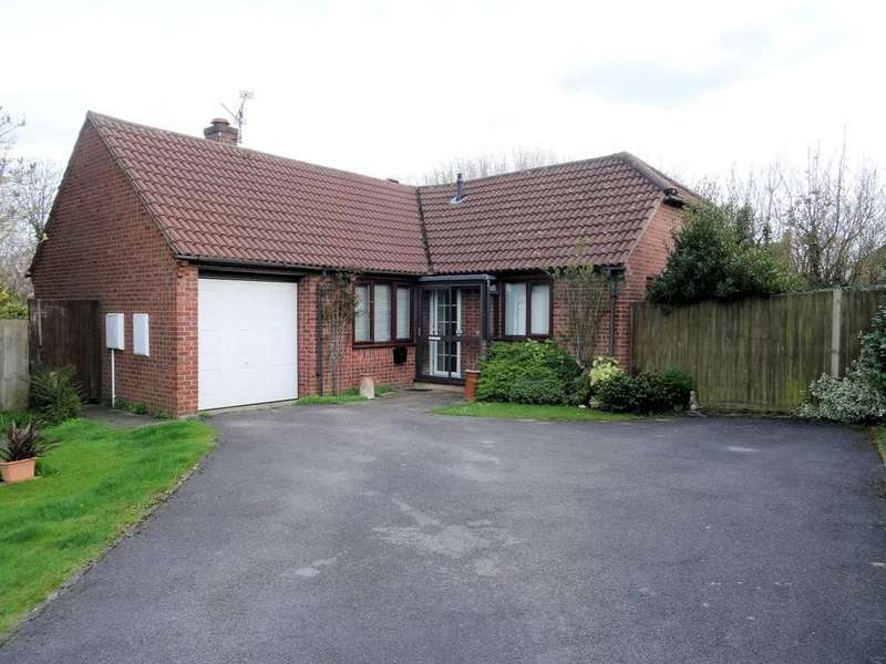 3 Bedrooms Detached Bungalow for sale in Lambs Row, Lychpit