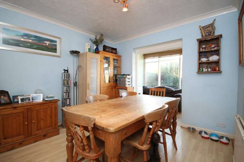 3 Bedrooms Semi Detached House for sale in First Avenue, Lancing, BN15