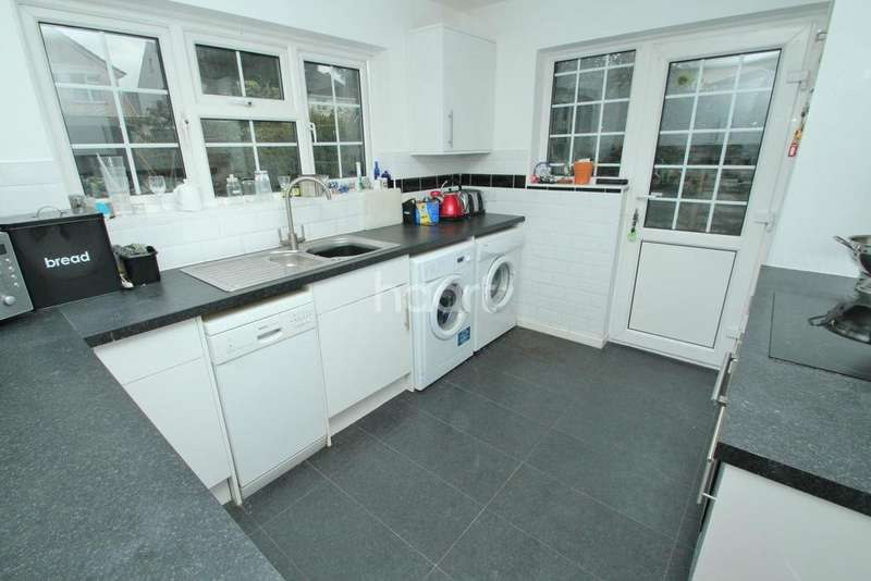 3 Bedrooms Bungalow for sale in St Georges Drive