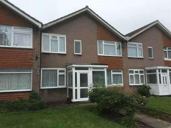 2 Bedrooms Maisonette Flat for sale in Winton Gardens, Canons Park