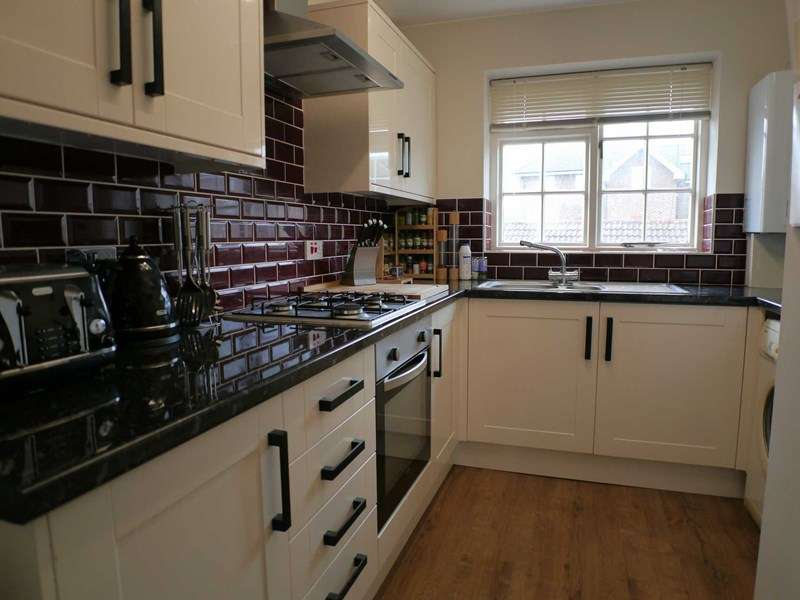 2 Bedrooms Flat for sale in Trafalgar Court, Cobham