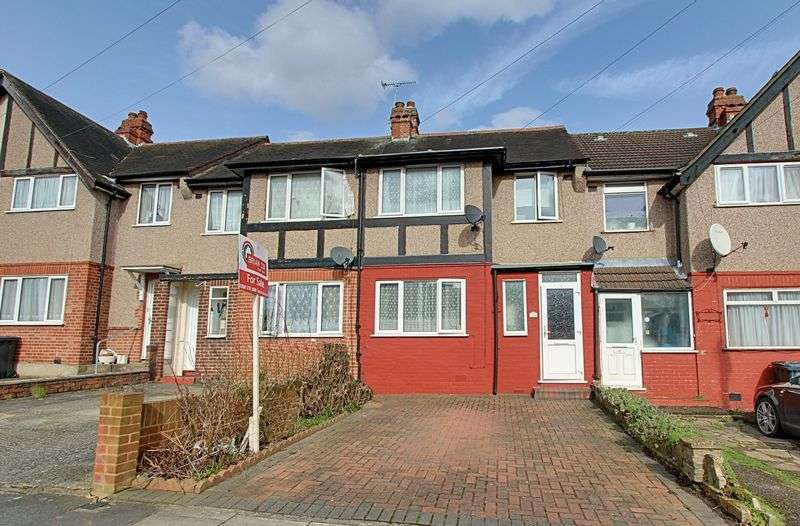 3 Bedrooms Terraced House for sale in Berkeley Avenue, Greenford