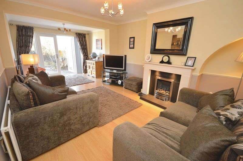 3 Bedrooms Semi Detached House for sale in Tynwald Crescent, Widnes.