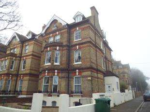 3 Bedrooms Flat for sale in Earls Avenue, Folkestone