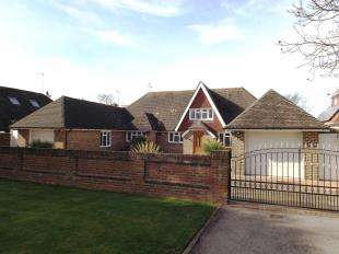 4 Bedrooms Detached House for sale in Ferringham Lane, Ferring, Worthing